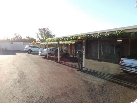 Ararat Motor Inn: Entrada dos quartos