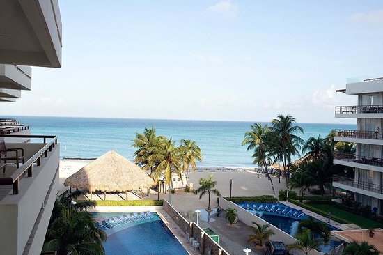 Ixchel Beach Hotel: view from our room (standard room on 4th floor)