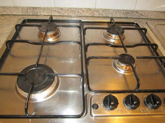 Hotel Leon D'Oro : cocina con los fogones sucios (y con uno de ellos abierto)
