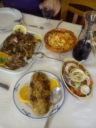 Tradicao: Costeletas borrego com migas batata doce ,salada ,arroz