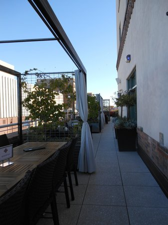 Hotel Andaluz: Side area of Roof Top dining