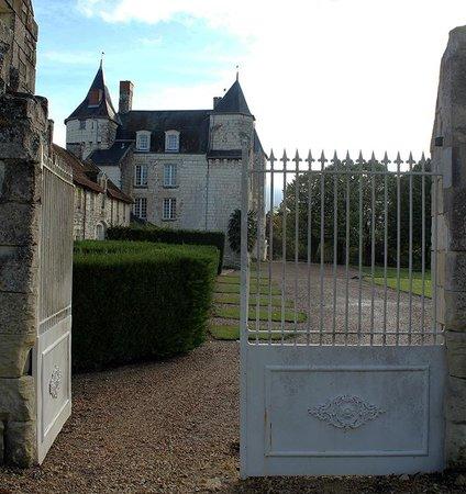 Château de Marçay  : le chateau vue de coté
