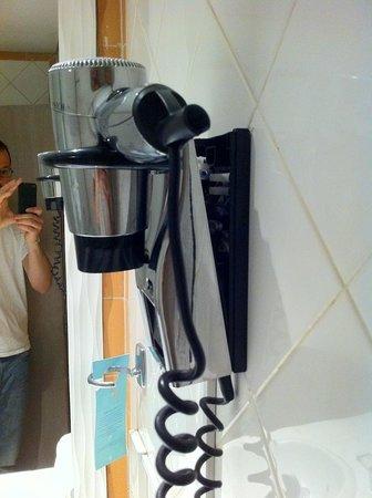 Club Med Da Balaia: le sèche cheveux à notre arrivée dans la chambre