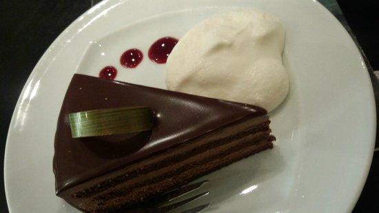 Sandholt : チョコレートがしっかりとした美味しいケーキ