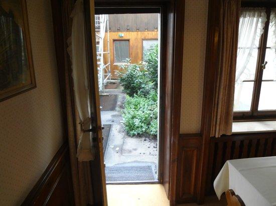 Antik Hotel Bristol: Дверь во двор
