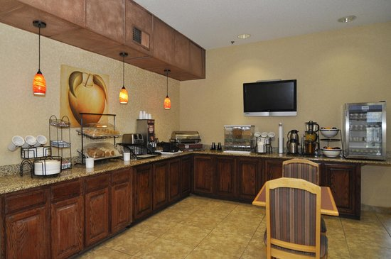 Comfort Inn Near Plano Medical Center : Complimentary hot breakfast each morning, make a fresh Texas-shaped waffle!