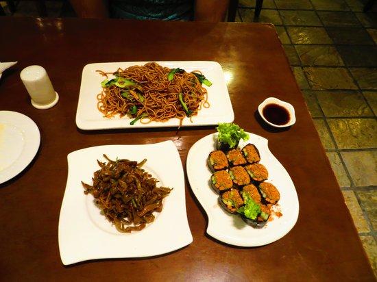 ZaoZiShu (JiangNing): непомню как это все называлось, но было все не остро и очень вкусно!