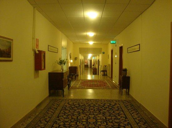 Hotel Padova Casa del Pellegrino: Corredor