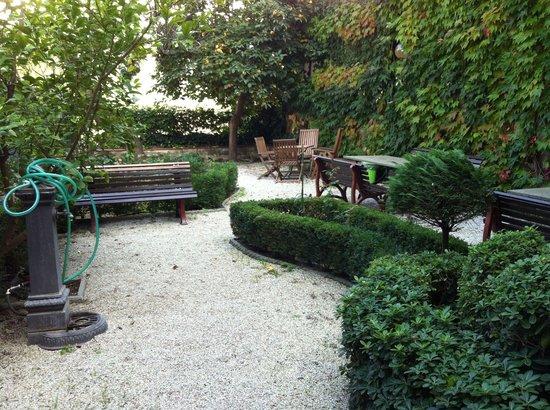 Residence Casa Vacanze Il Chiostro : Il giardino
