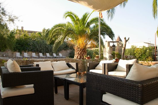 Villa Sa Barcella: Chillout zone near swimming pool
