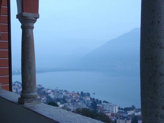 Sacromonte e Santuario Madonna del Sasso: Vista lago