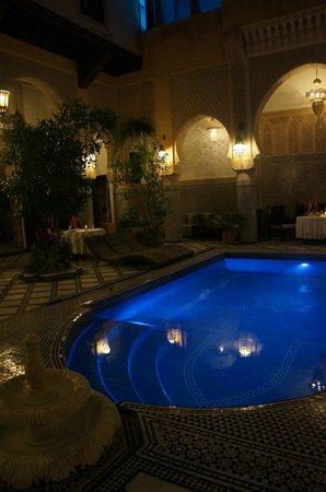 Riad Salam Fes : Piscine - vue de nuit