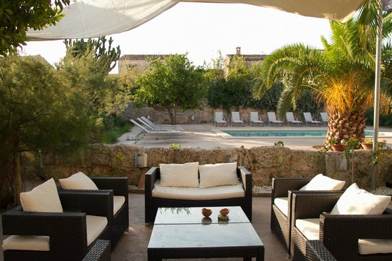 Villa Sa Barcella: Chillout zone near pool