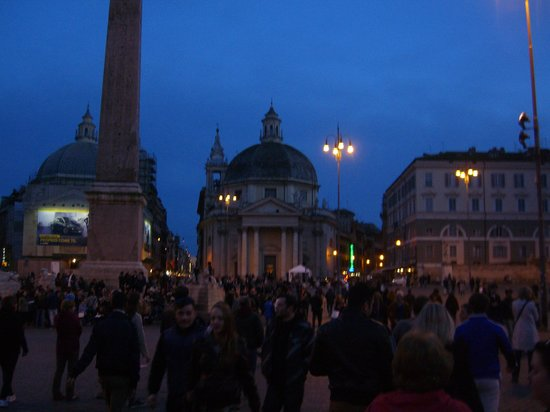 River Palace Hotel : Piazza del Popolo at night