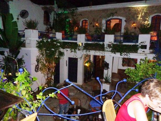 El Rey del Falafel: Courtyard