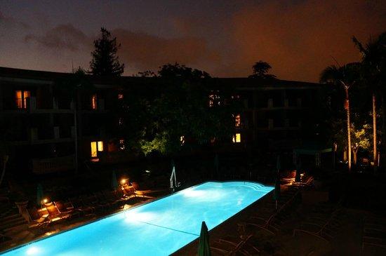 The Langham Huntington, Pasadena, Los Angeles: Terrace Restaurant overlooks pool