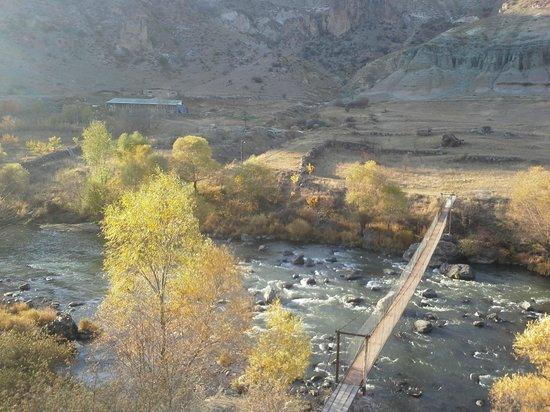 Tirebi Guesthouse: Sergio's bridge