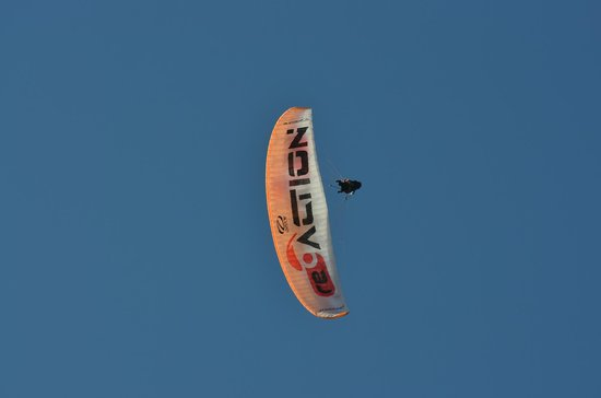 Reaction Paragliding: some experiments in the air....