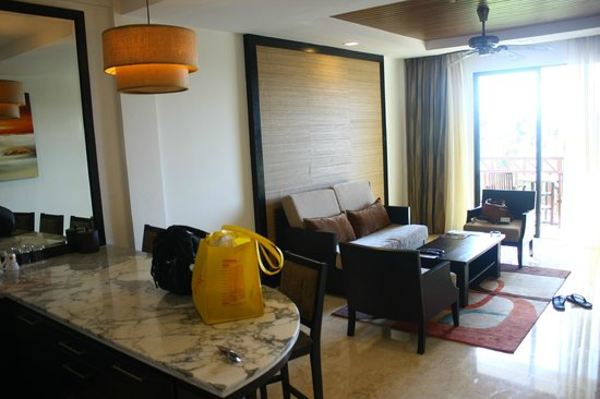 Nexus Resort & Spa Karambunai: 吧台客廳