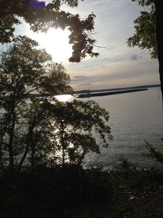 Kentucky Lakes / Prizer Point KOA: Barge heading down