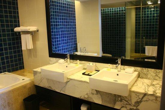 Nexus Resort & Spa Karambunai : 主人房廁所