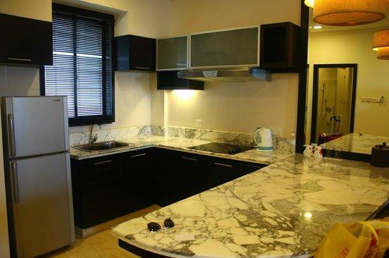 Nexus Resort & Spa Karambunai : 廚房