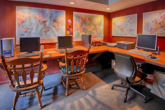 Indy Hostel: Media Room