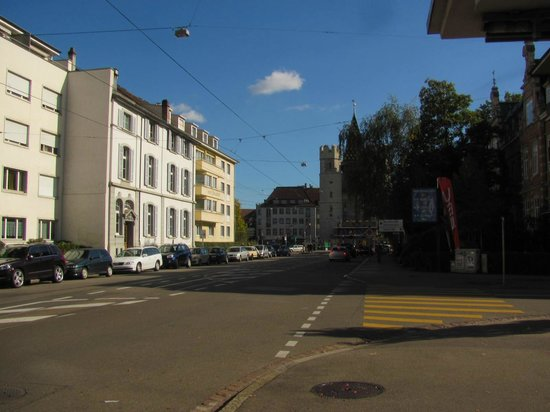 Hotel Spalentor Basel: Hotel view from the street