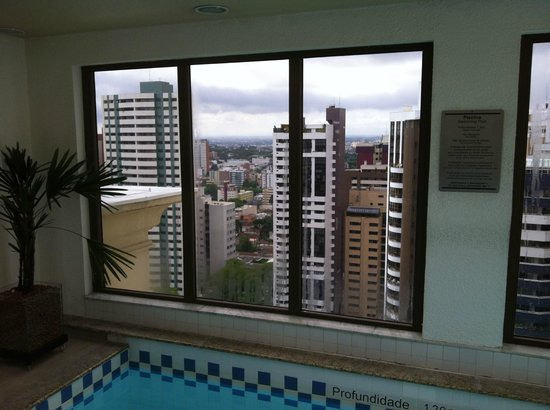 Radisson Hotel Curitiba: Swimming pool area