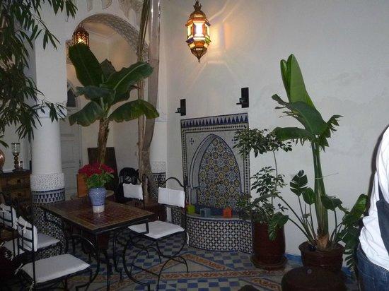 Riad Dollar Des Sables : Un coin du patio