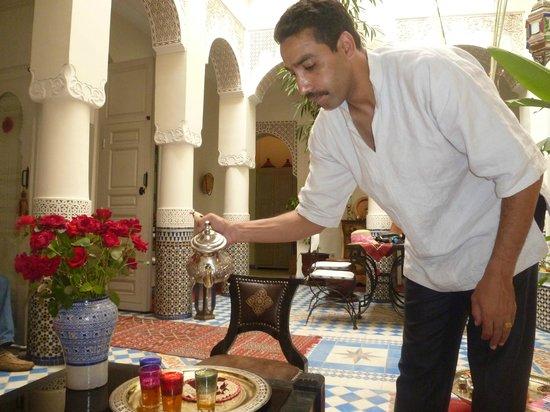 Riad Dollar Des Sables : Thé à la menthe par Salah