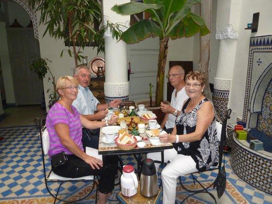 Riad Dollar Des Sables: Petit déjeûner préparé par Mouna