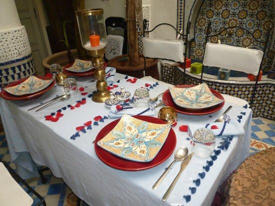 Riad Dollar Des Sables: Une très jolie table