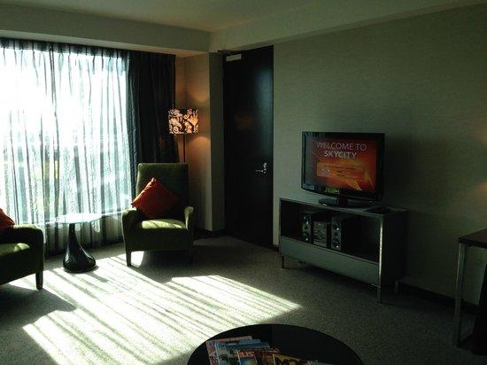 SKYCITY Hotel : Skycitry Premium Suite 21/10/13 Lounge02