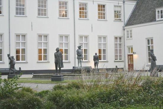 Grand Hotel Karel V Utrecht: detalle fuente del patio