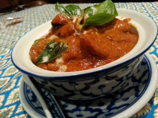 Benjawan Thai Cuisine : beef red curry