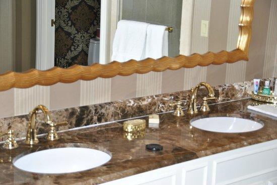 The Venetian Las Vegas: Bathroom Twin Sinks   Also Had Jacuzzi And Steam  Room