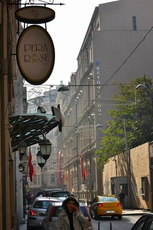 Pera Rose Hotel : From the street