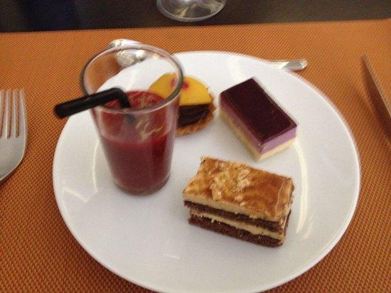 Pullman Marrakech Palmeraie Resort and Spa: Dessert ... Enfin une partie ...
