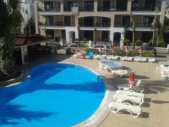 Club Amaris: Quiet by the pool at the end of the season