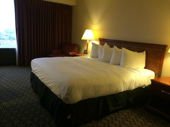 Wyndham Springfield City Centre: King Bed