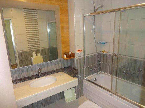Club Tuana Fethiye : Bathroom in club room 2007