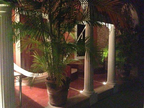Hotel Hacienda Merida: porch with hammock