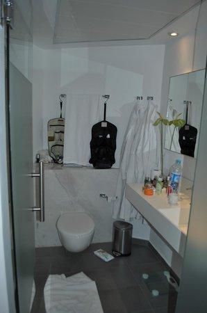 Capo Bay Hotel: Das kleine Bad der völlig überteuerten Duplex-Suite