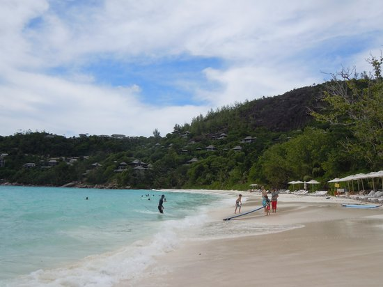 Four Seasons Resort Seychelles: Best beach with awesome coral at hotel