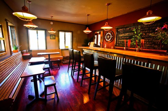 Eastsound, WA: Cozy Tasting Room