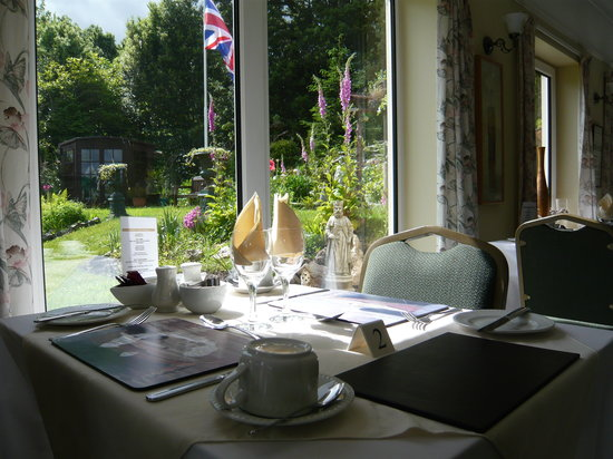 The Croft Guest House: View from the dining breakfast room overlooking gardens