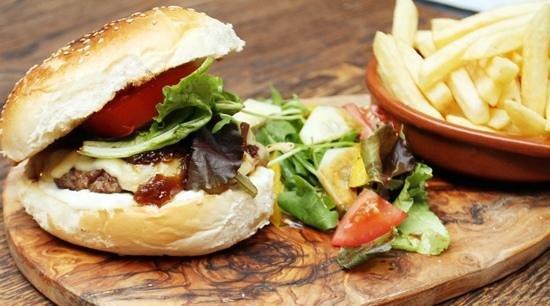 The Greyhound Cafe & Bar: Homemade Burgers