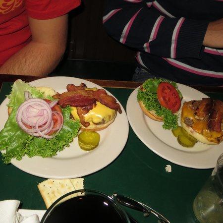 McAleer's Pub & Restaurant: bacon burger