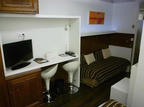 BEST WESTERN Hotel De L'Europe by HappyCulture : La chambre et le coin salon